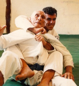 Gracie Magazine CEO Luca Atalla training with Helio Gracie.  Luca is a 3rd Degree BJJ Black Belt with 20 years of experience.